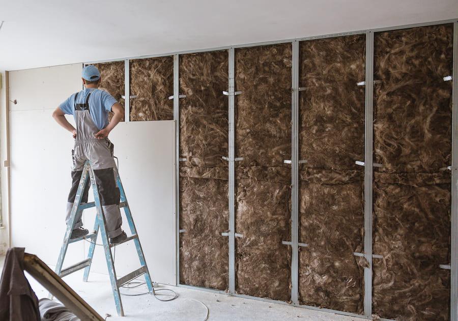 Une bonne isolation des murs de la maison par l'intérieur réduira considérablement les pertes de chaleur.