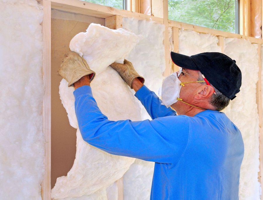 Lorsque vous travaillez avec des isolants à base de fibre de verre, il est important de ne pas oublier l'équipement de protection individuelle.