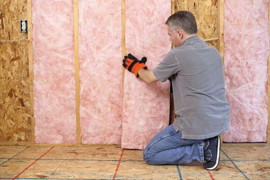 Isolation intérieure des murs d'une maison à ossature bois