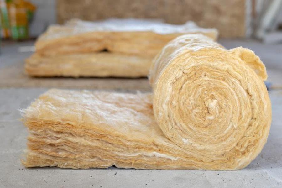 La laine minérale est l'un des isolants les plus populaires utilisés pour l'isolation des habitations.