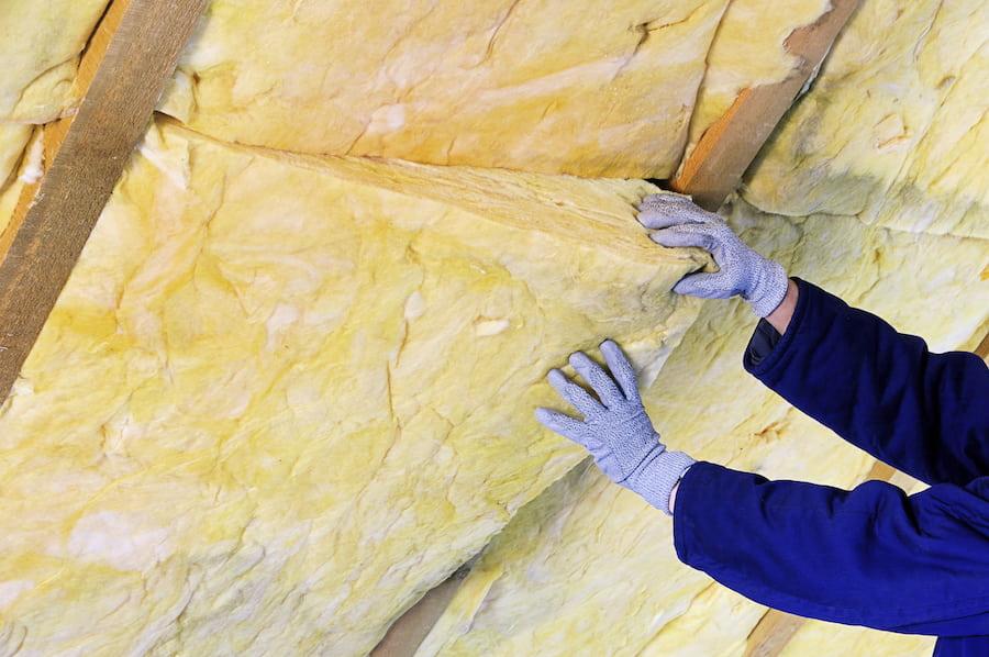 La laine minérale est idéale pour isoler les murs intérieurs et la toiture d'une maison individuelle.