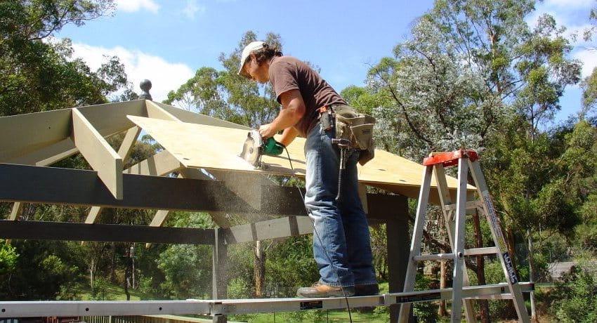 Для крыши беседки лучше всего использовать влагостойкую фанеру
