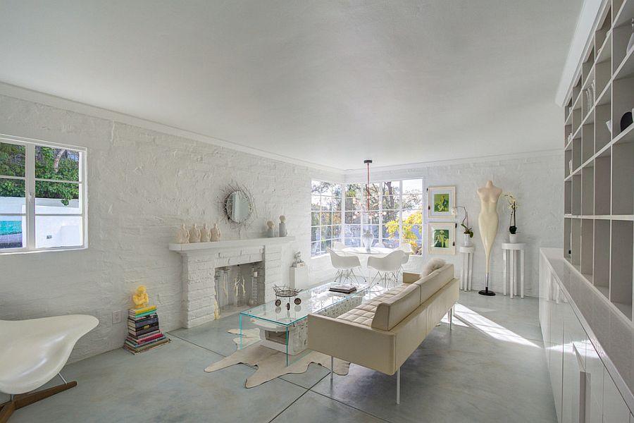 Белая современная гостиная с небольшой обеденной зоной