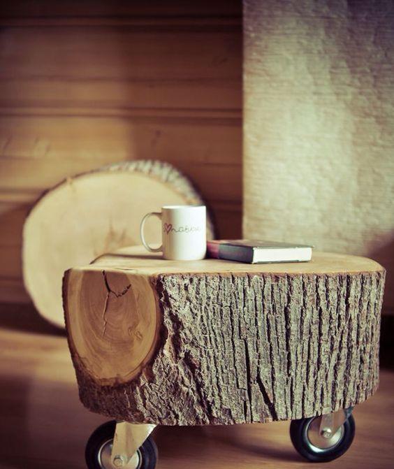 Оригинальный столик на колесах ручной работы