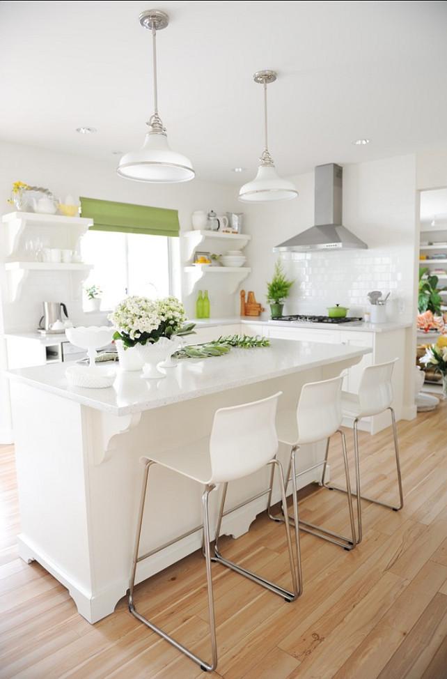 Белый глянец и зеленый декор - эффектный способ оформления любого интерьера