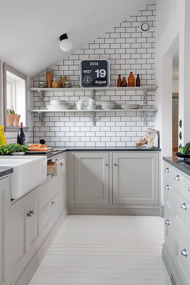 Белый кирпич является отличным дополнением к светлой кухне