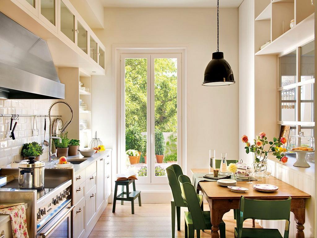 Используйте светлую мебель на кухне - это всегда практично и эстетично