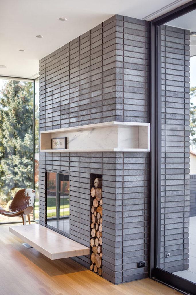 Камин - дизайнерское решение, позволяющее избежать однообразия в интерьере