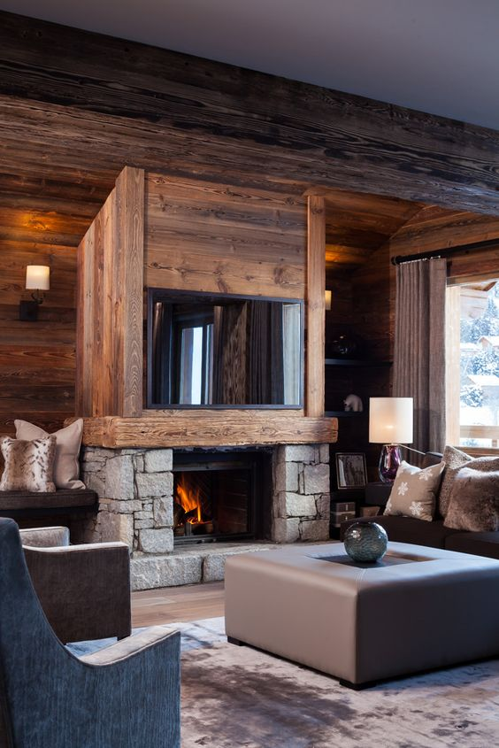 Основной акцент в оформлении данного интерьера - деревянная стена