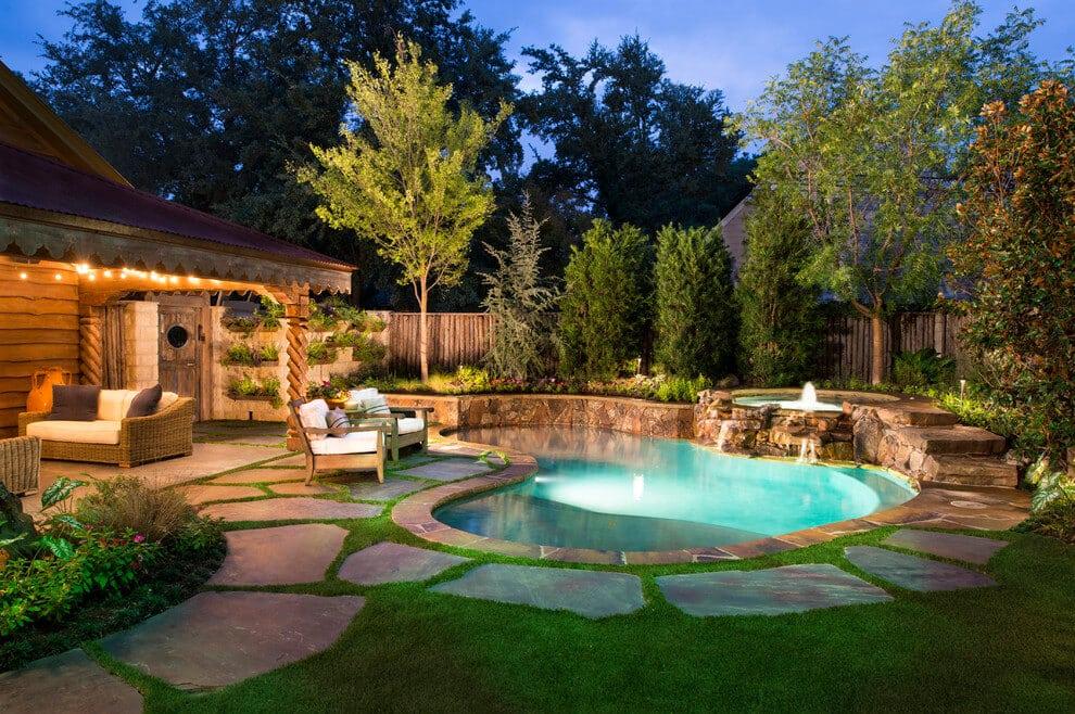 Красивый бассейн с оригинальной подсветкой станет настоящим украшением ландшафтного дизайна