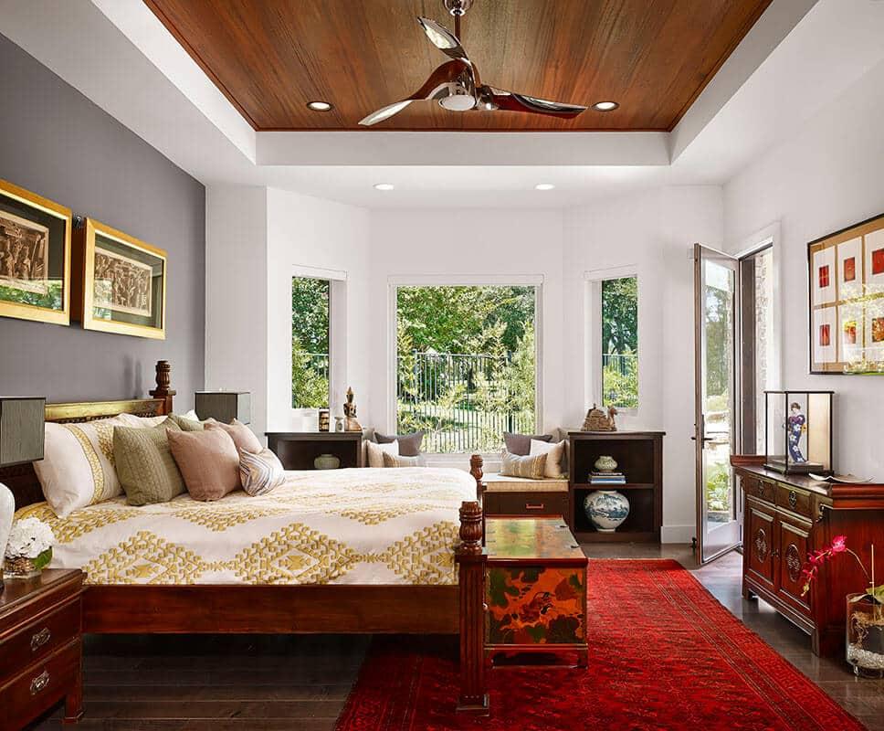 Присутствующие деревянные панели на потолке добавят комнате еще больше тепла и уюта