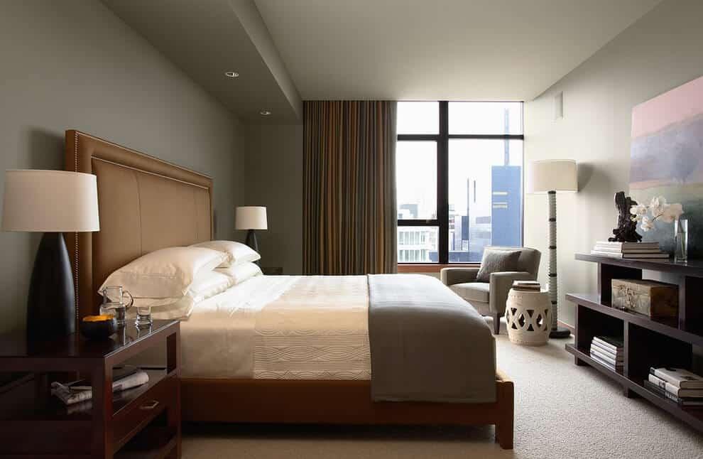 Спальня в теплых тонах располагает к спокойному и приятному отдыху