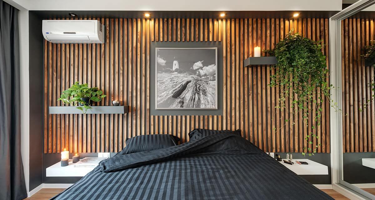 Оформить деревянными рейками можно не только потолок, но также и стену