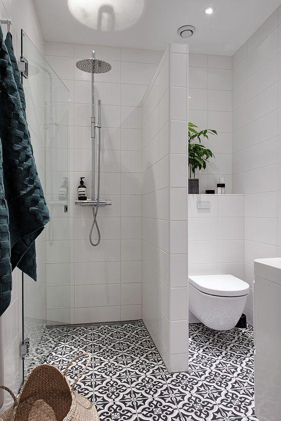 Обустроить уютную ванну можно даже на 4 кв.м.