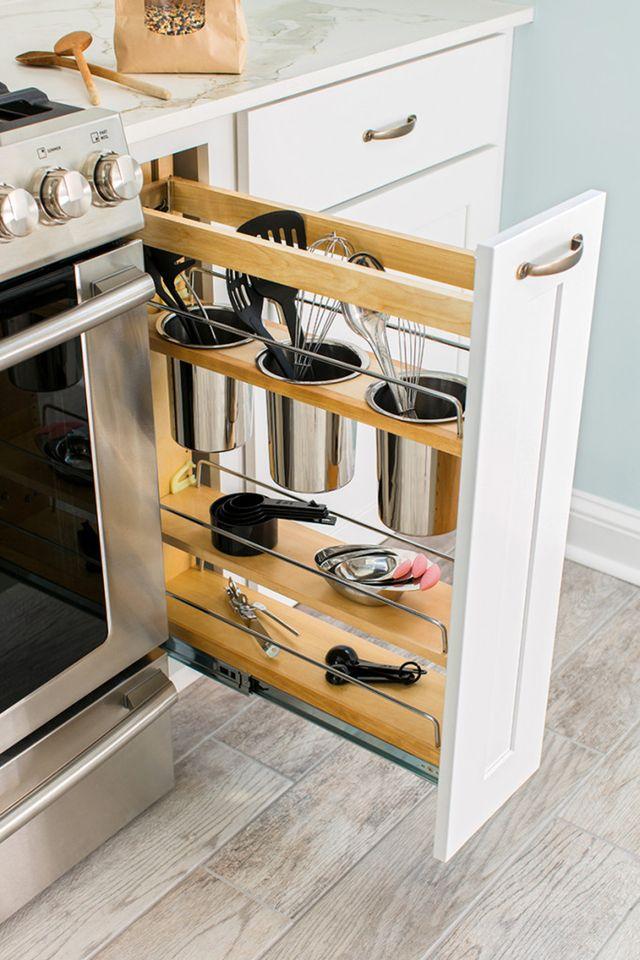 Мелкую кухонную утварь лучше всего хранить небольших выдвижных ящиках