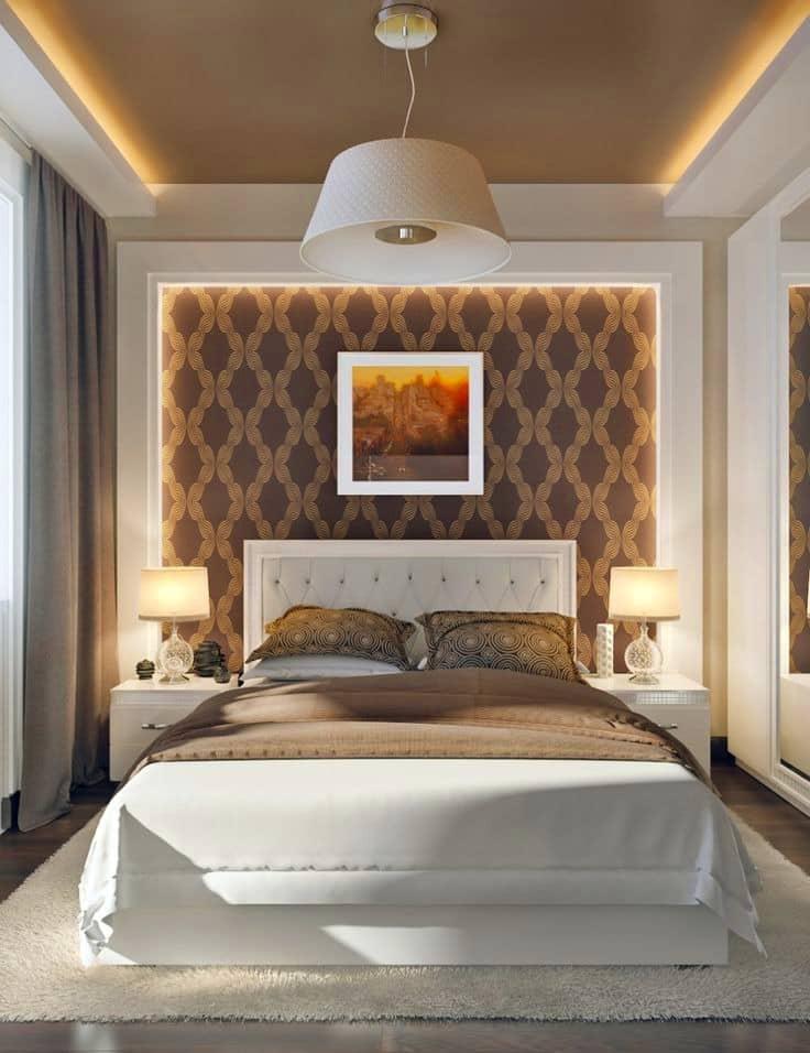 Оригинальный и уютный интерьер в сочетании с шикарной кроватью располагает к тихому и спокойному отдыху