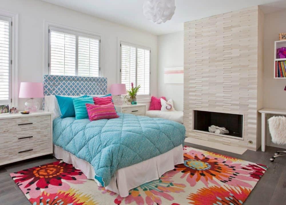 Декоративный камин в спальне станет настоящим её украшением, гарантировав вам комфортный отдых