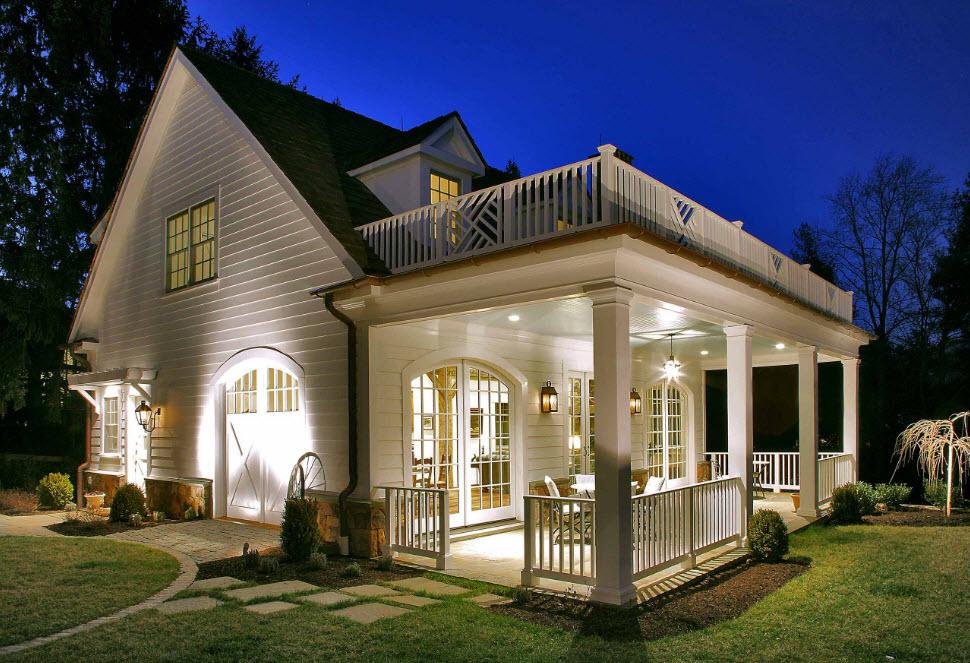 Небольшой уютный домик с двумя прекрасными террасами