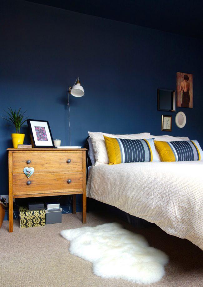 Синий цвет является отличным фоном для декора и всех остальных цветов