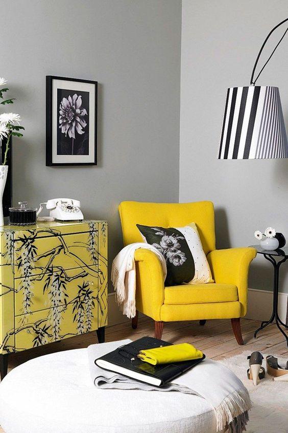 Использовать много желтого цвета в интерьере нежелательно, так как из-за своей яркой спектральности он может тяготить и очень быстро надоедать