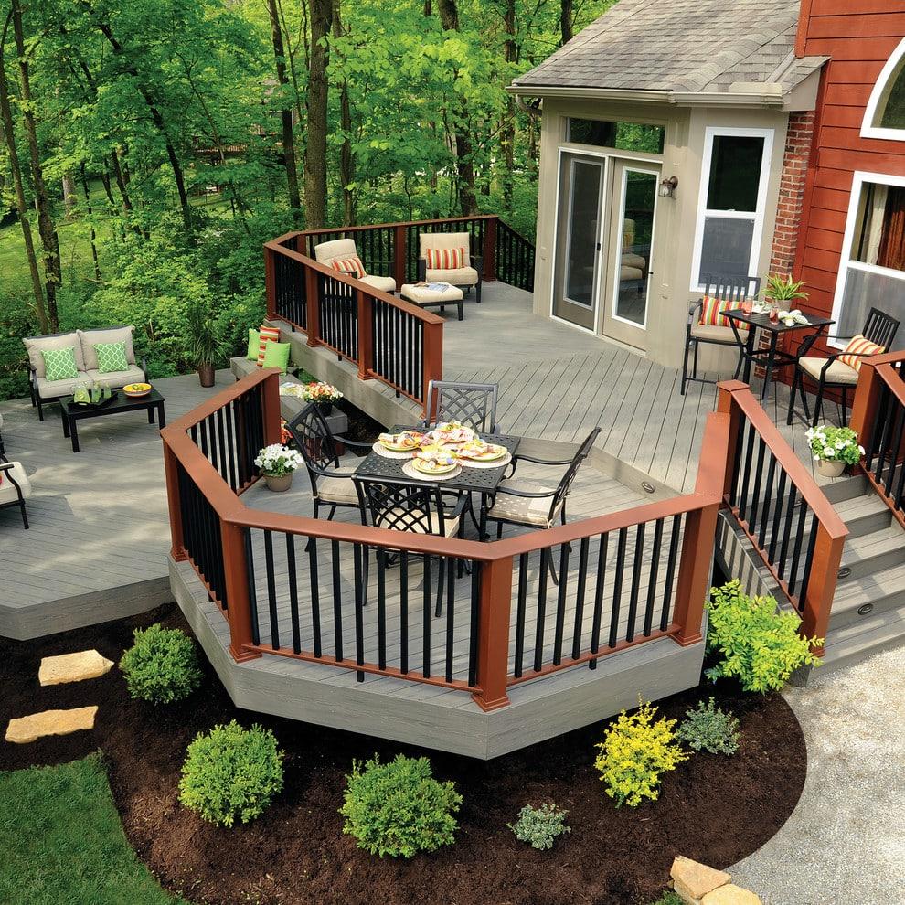 Терраса пристроенная к дому с великолепно спланированным дизайном