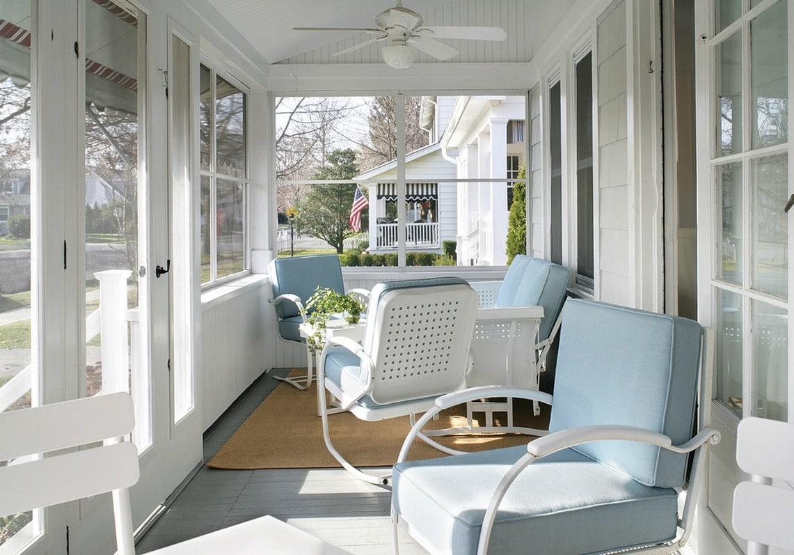 Яркие подушки придадут интерьеру свежести и добавят комфорта