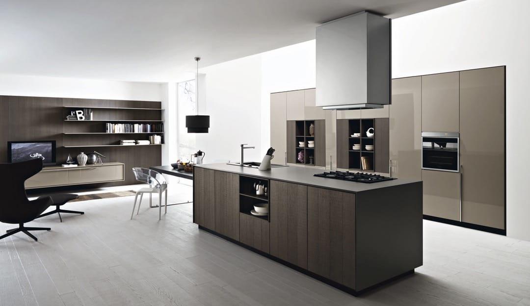 Если вы выбрали кухню в стиле хай-тек важно помнить, что мебель и бытовая техника должна строго соответствовать данному стилю