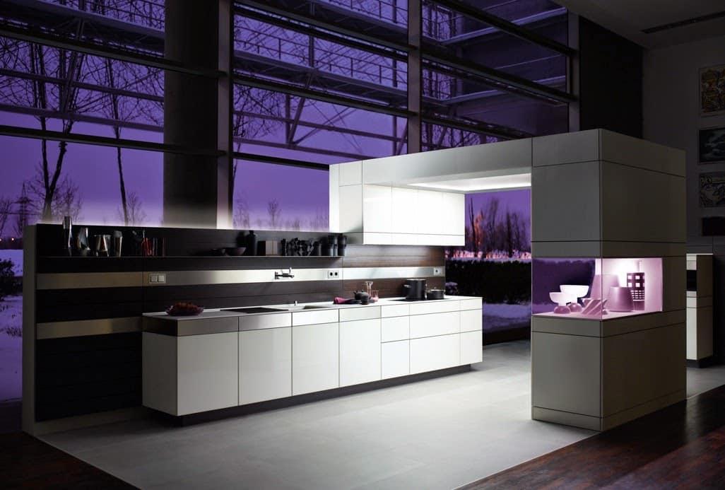 Говорят, что у совершенства нет предела, глядя на эту кухню в стиле хай-тек хочется с этим согласится