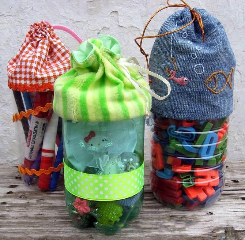 Использовав для украшения оригинальный декор - из пластиковых бутылок можно получить отличные емкости для хранения различной мелочи