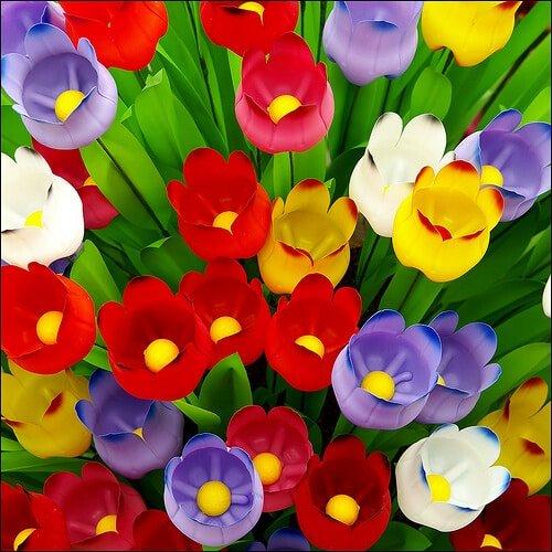 Имея небольшие художественные навыки из пластиковых бутылок можно изготовить красивые тюльпаны