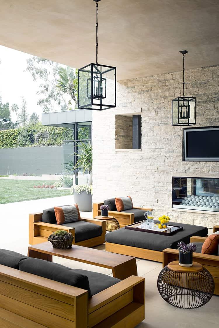 Правильно расставленная мебель позволит создать уютный уголок для отдыха