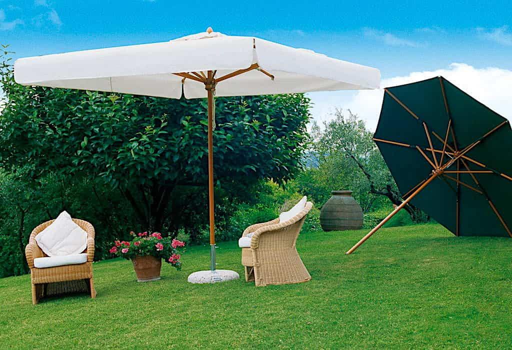 Помните, что чем больше площадь поверхности зонта тем менее он устойчив к ветровым нагрузкам, поэтому он должен быть надежно закреплен у основания