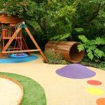 Детская площадка на заднем дворе