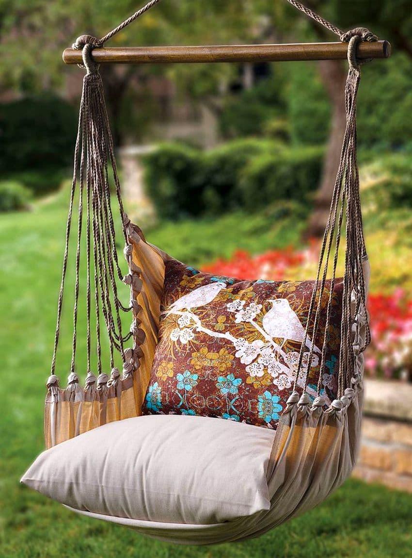 Мягкие подушки добавят шарма и красоты вашим подвесным уличным качелям