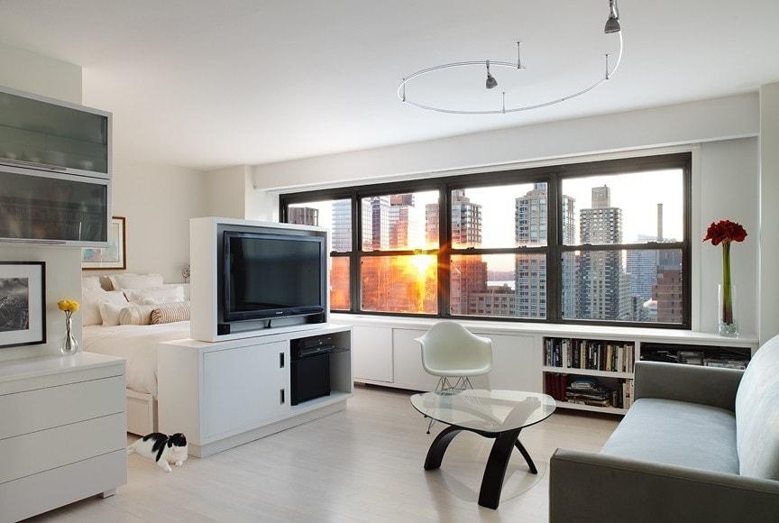 Добавить ощущения легкости и пространства помогут большие окна