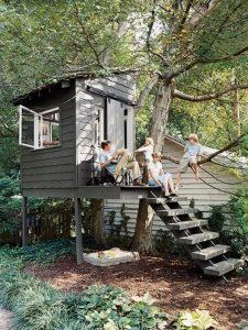 Из чего лучше делать детский домик на дереве