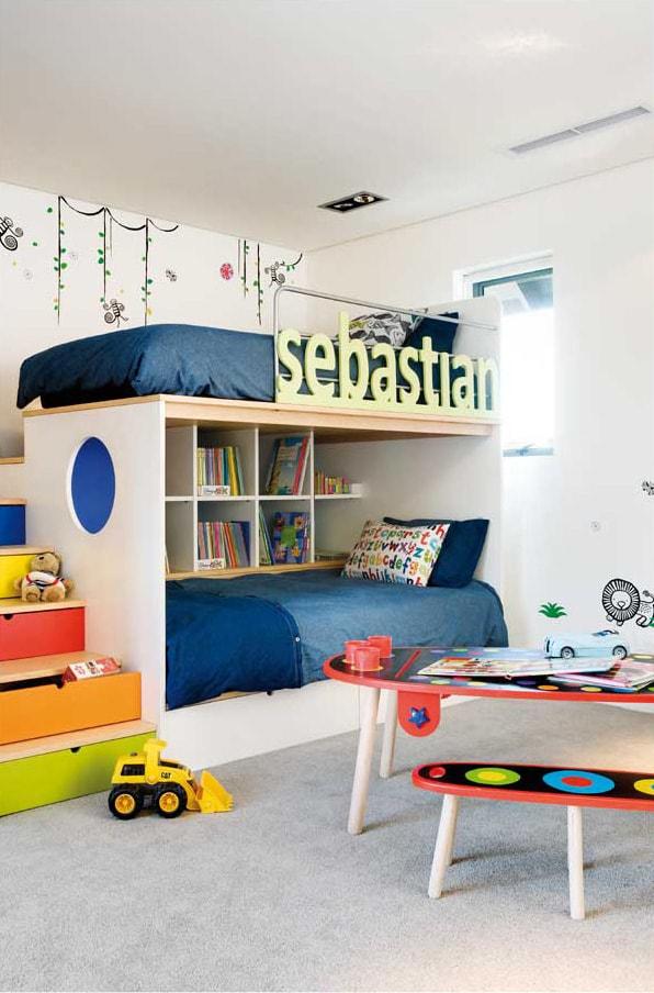 Значительно сэкономить пространство поможет установка двухъярусной кровати
