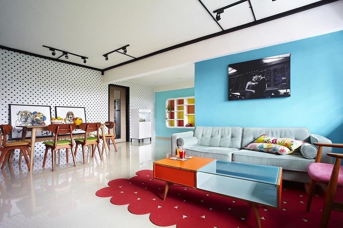 Светлый пол и потолок умело разбавлен яркими красками, без которых стиль поп-арт не представляется возможным