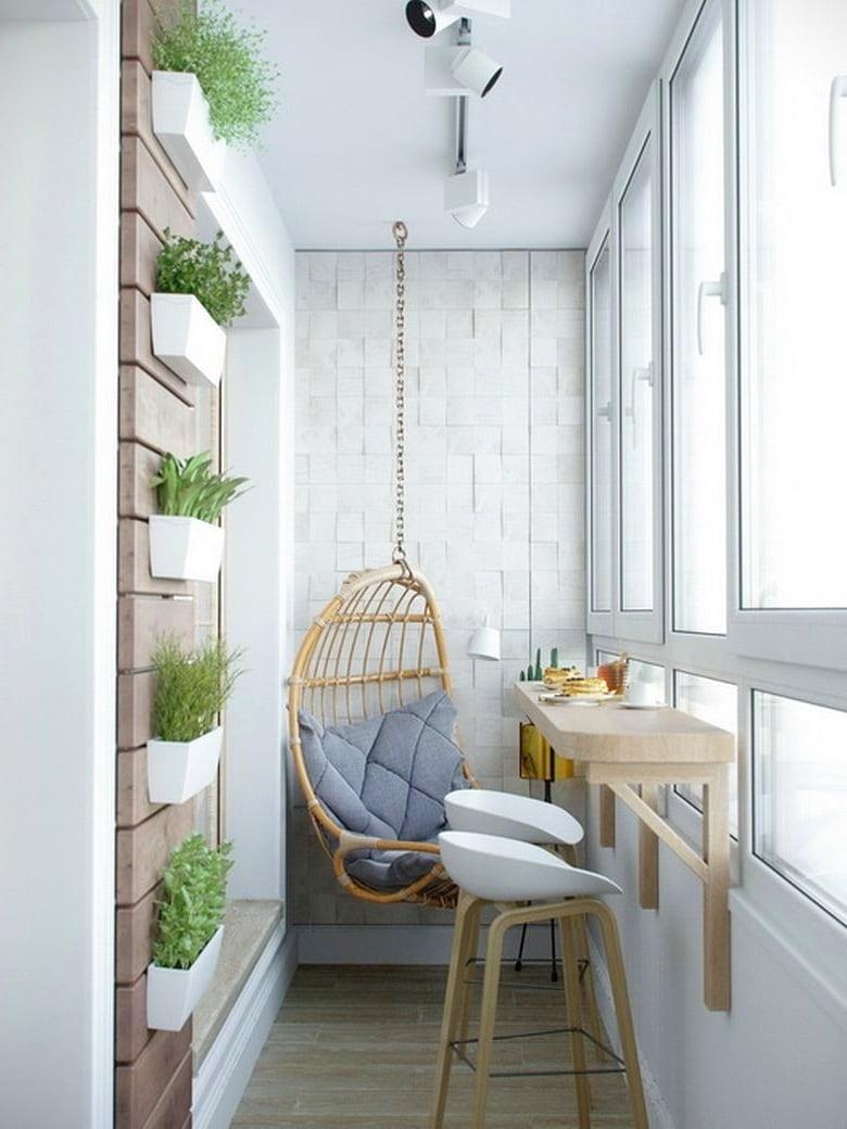 Используя стиль прованс, создать на своем балконе уютный и тихий уголок не составит никакого труда