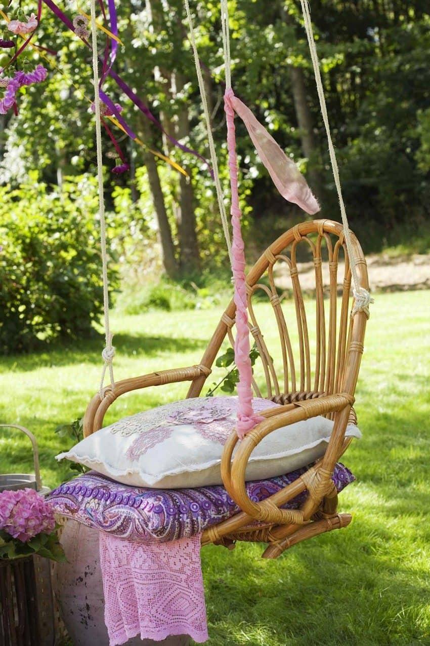 Если у вас есть навыки плетения из лозы или ротанга, вам повезло, они помогут вам сделать отличные качели для дачи