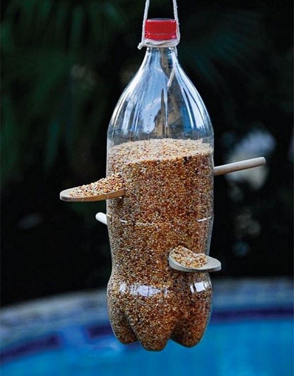 Кормушки из пластиковых бутылок для кур своими руками