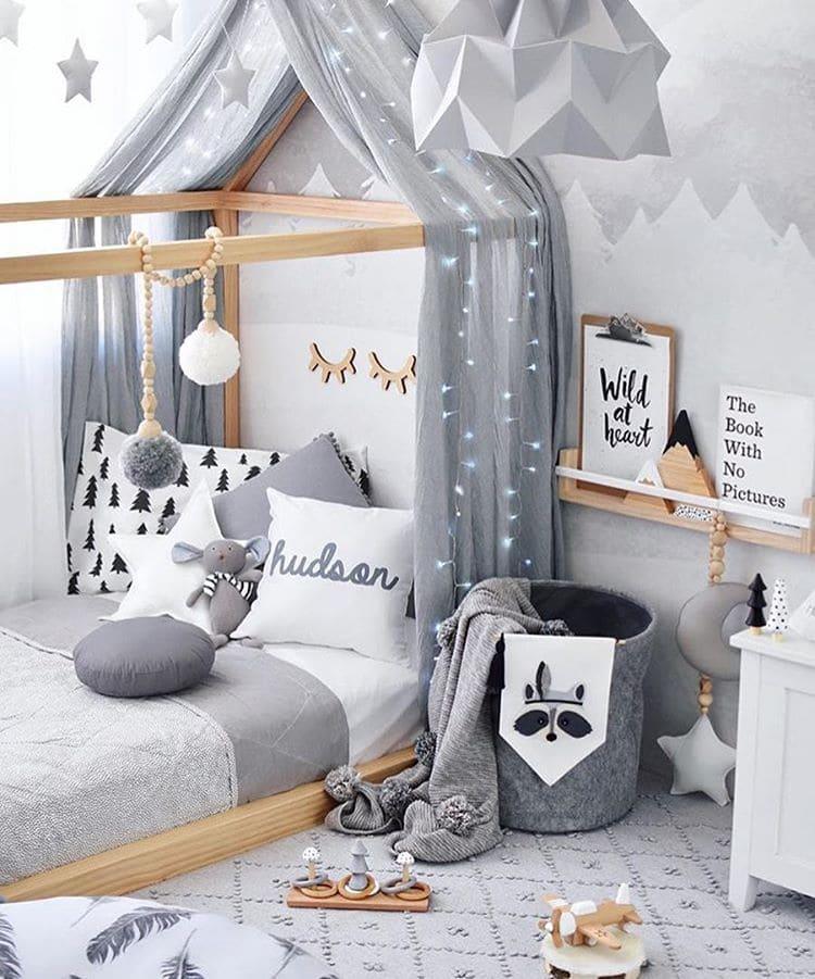 Воздушный балдахин станет отличным дополнением для кровати вашего малыша. Он добавит интерьеру легкости и элегантности