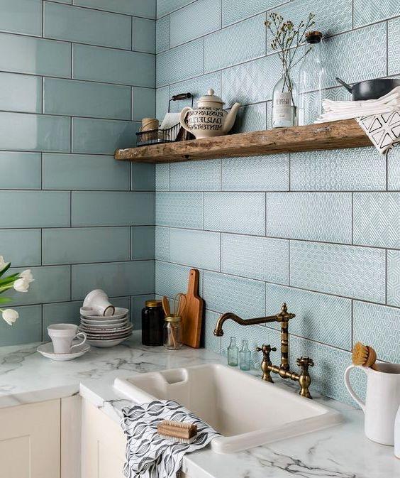 Скомбинировав на стене глянцевую и матовую плитку вы получите необычный дизайн отлично гармонирующий с любым стилем