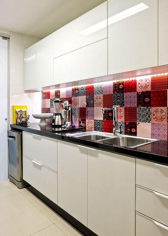 Фотопечать - это новое направление в оформлении кухонного фартука, который без труда нашел свою аудиторию