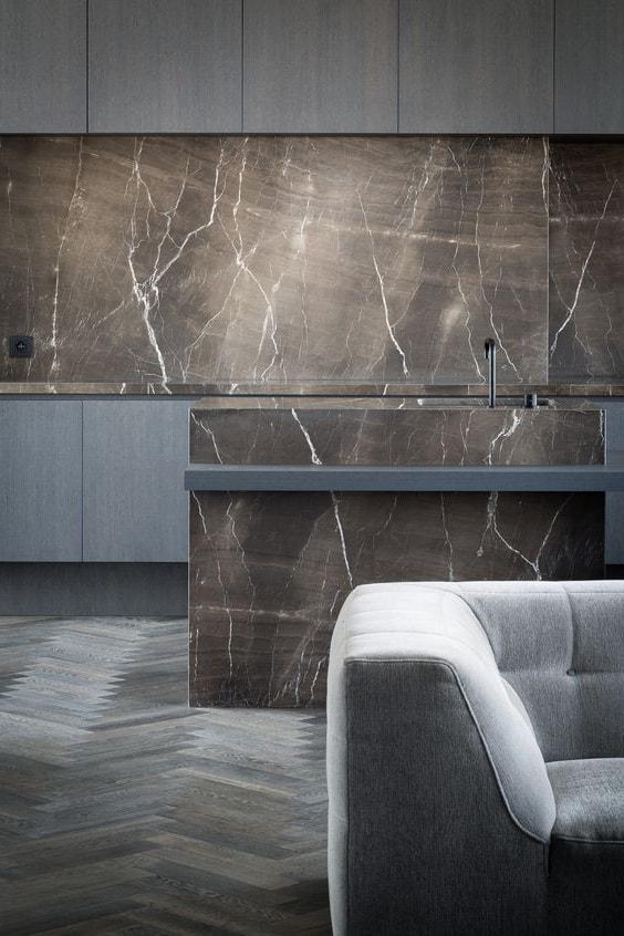 Натуральный и искусственный камень является эталоном природной красоты, позволяющий создать индивидуальный облик помещения