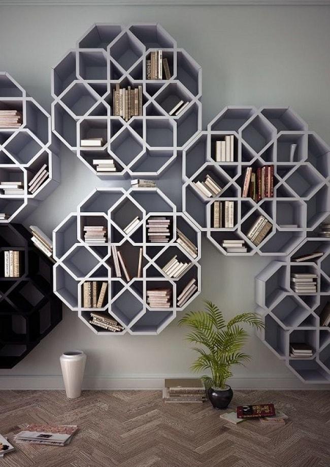 Огромный стеллаж для книг станет отличным дополнением интерьера гостиной
