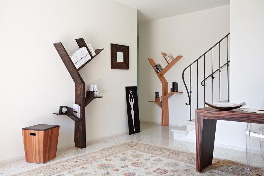 Настенные полки для книг и стеллажи в виде дерева - являются последним писком моды