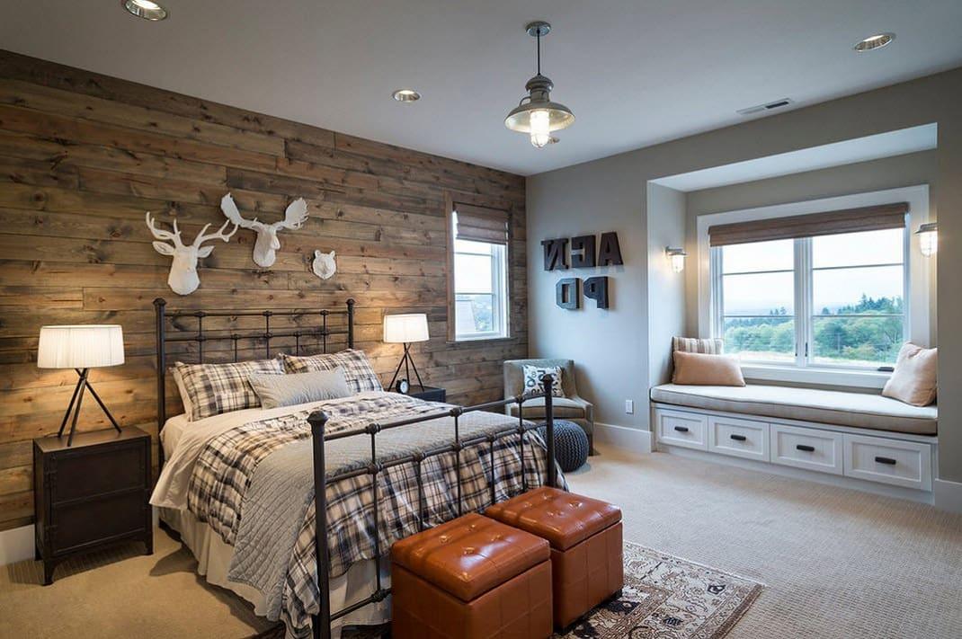 В спальне стиля кантри будут хорошо смотреться гипсовые настенные фигурки в виде охотничьих трофеев над изголовьем кровати
