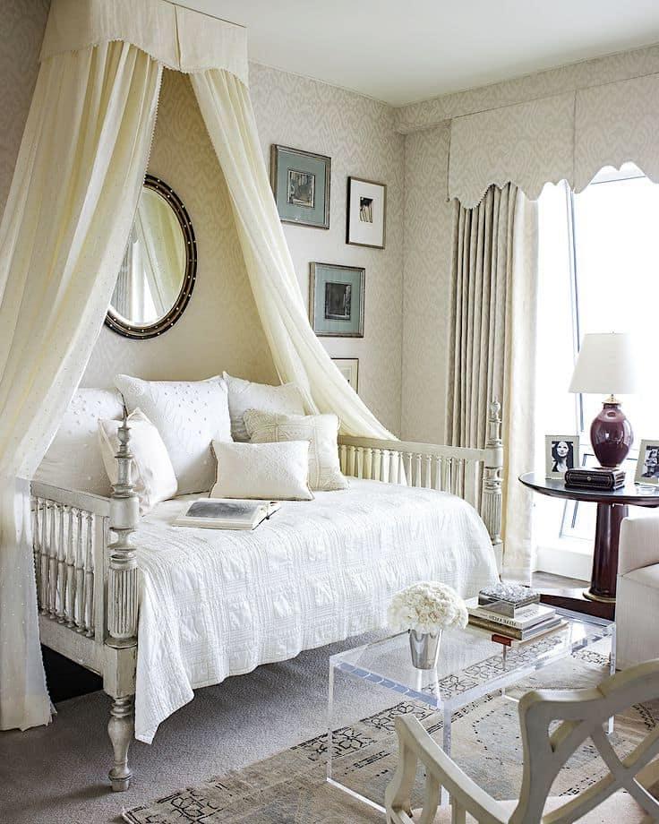 Бежевый цвет сделает интерьер мягче и спокойнее, а также визуально увеличит пространство помещения