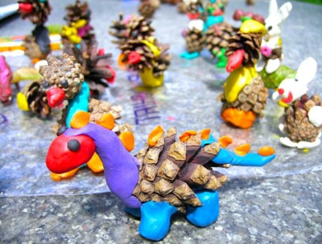 Если время позволяет можно слепить целую семью разноцветных игрушек